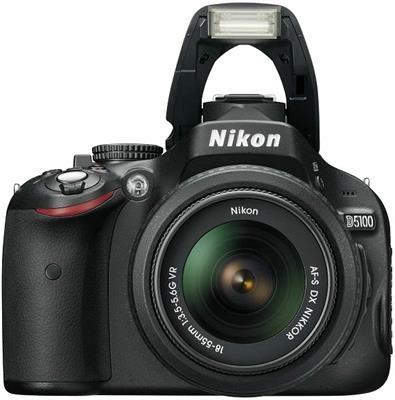 Nikon D5100 con ottica 15-105