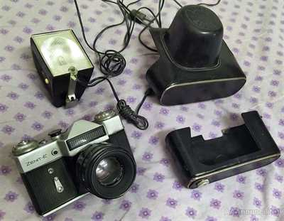 Zenit E con flash e custodia