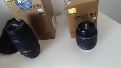 Macchina fotografica Nikon con due obiettivi